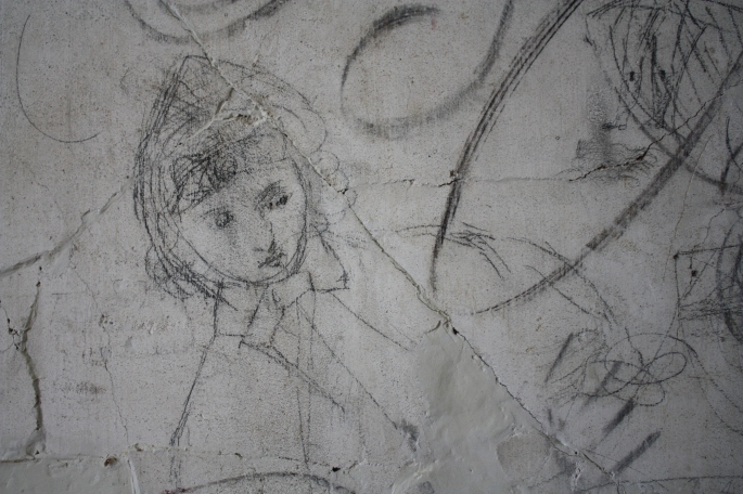Graffiti House Lady With Bonnet