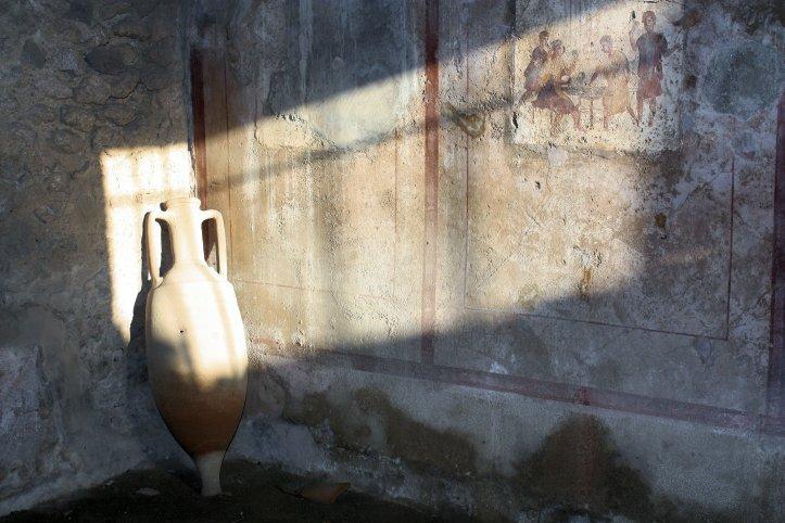 Pompeii Urn